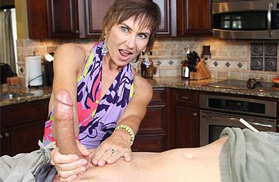 Mature woman handjob on Over40Handjobs